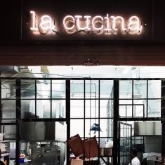 insegna delle cucina del ristorante Altro? a Bologna