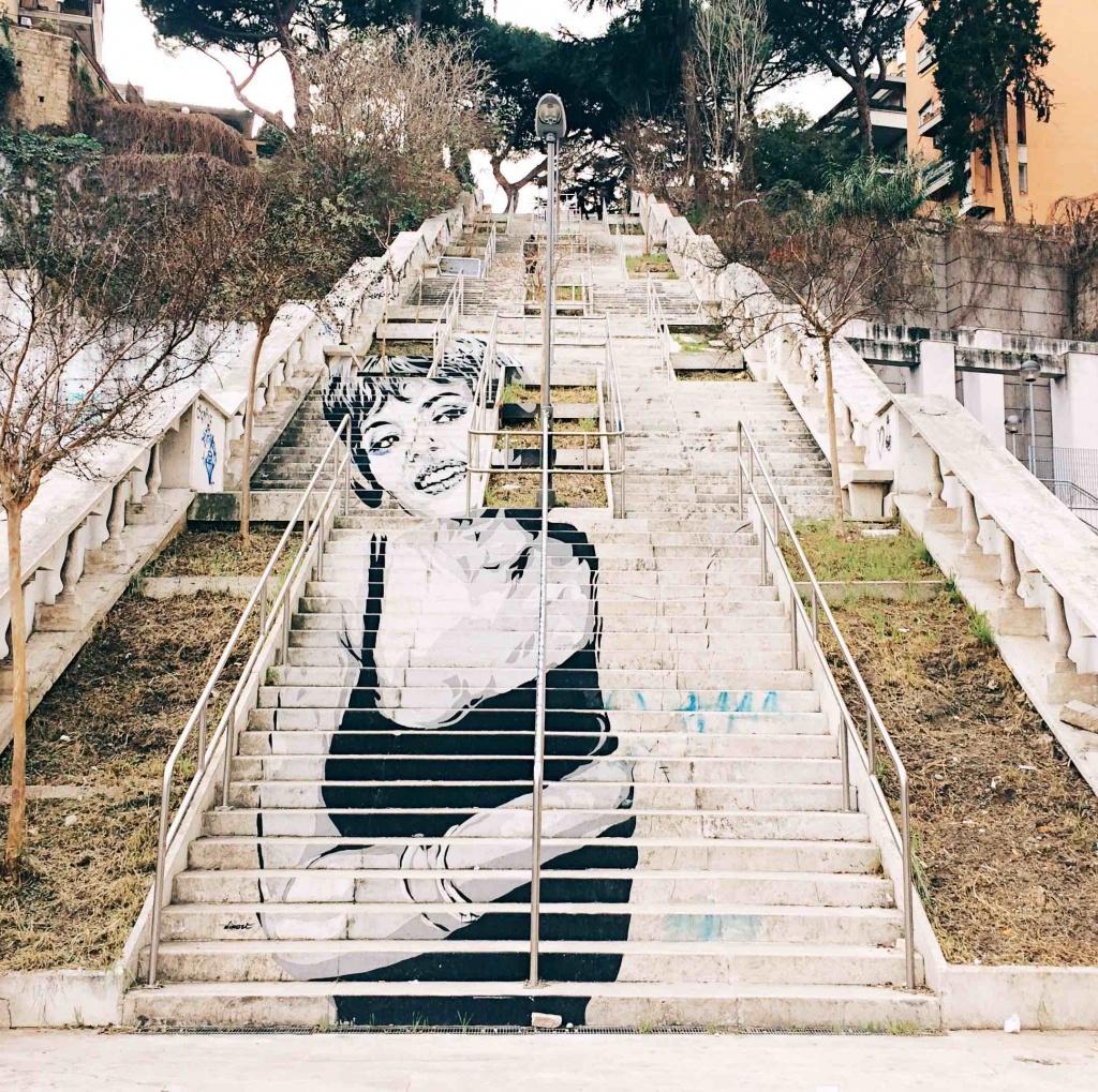 scalinata a Corso Francia con graffito di Michele Mercier in bianco e nero dello street artist Diavù