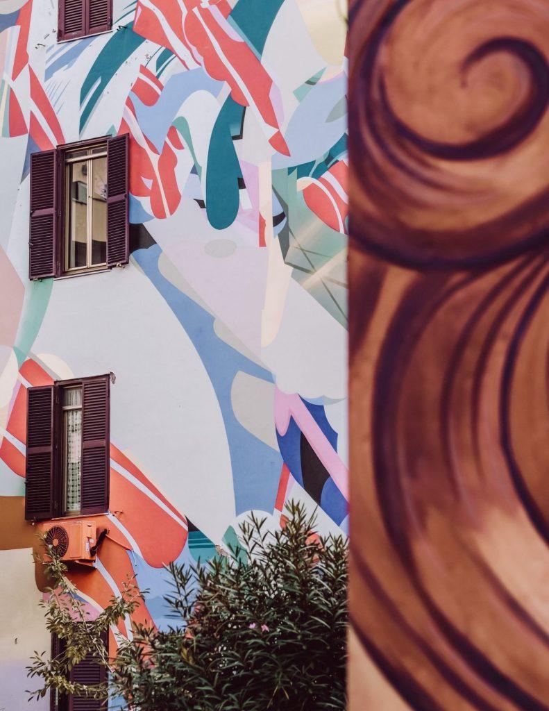 murales colorati su palazzi