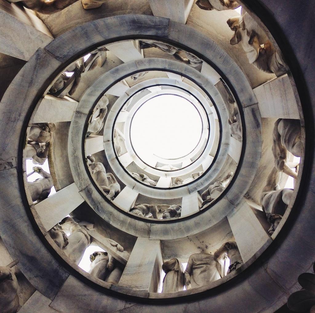 i luoghi più instagrammati di Milano: l'Edicola Bernocci nel Cimitero Monumentale