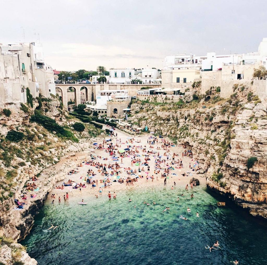 La famosa spiaggia di Cala Porto a Polignano a Mare