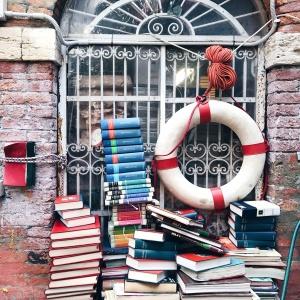 Libreria Acqua Alta a Venezia particolari