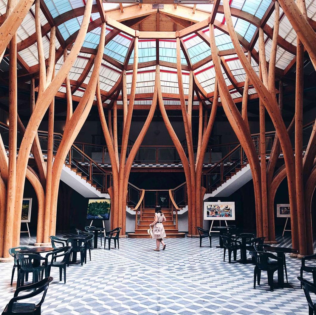 sala in stile liberty all'interno delle Terme Tettuccio a Montecatini Terme