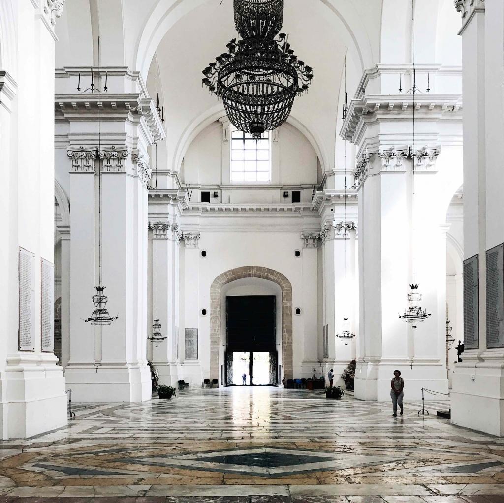Interno della chiesa di San Nicolò l'Arena a Catania