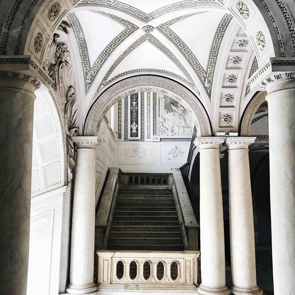 Scala monumentale del Monastero dei Benedettini a Catania