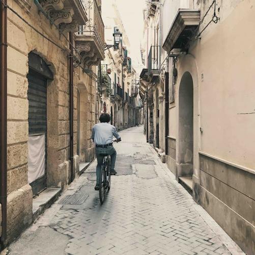 Ortigia l'isola nell'isola in biciclenna nelle vie della città