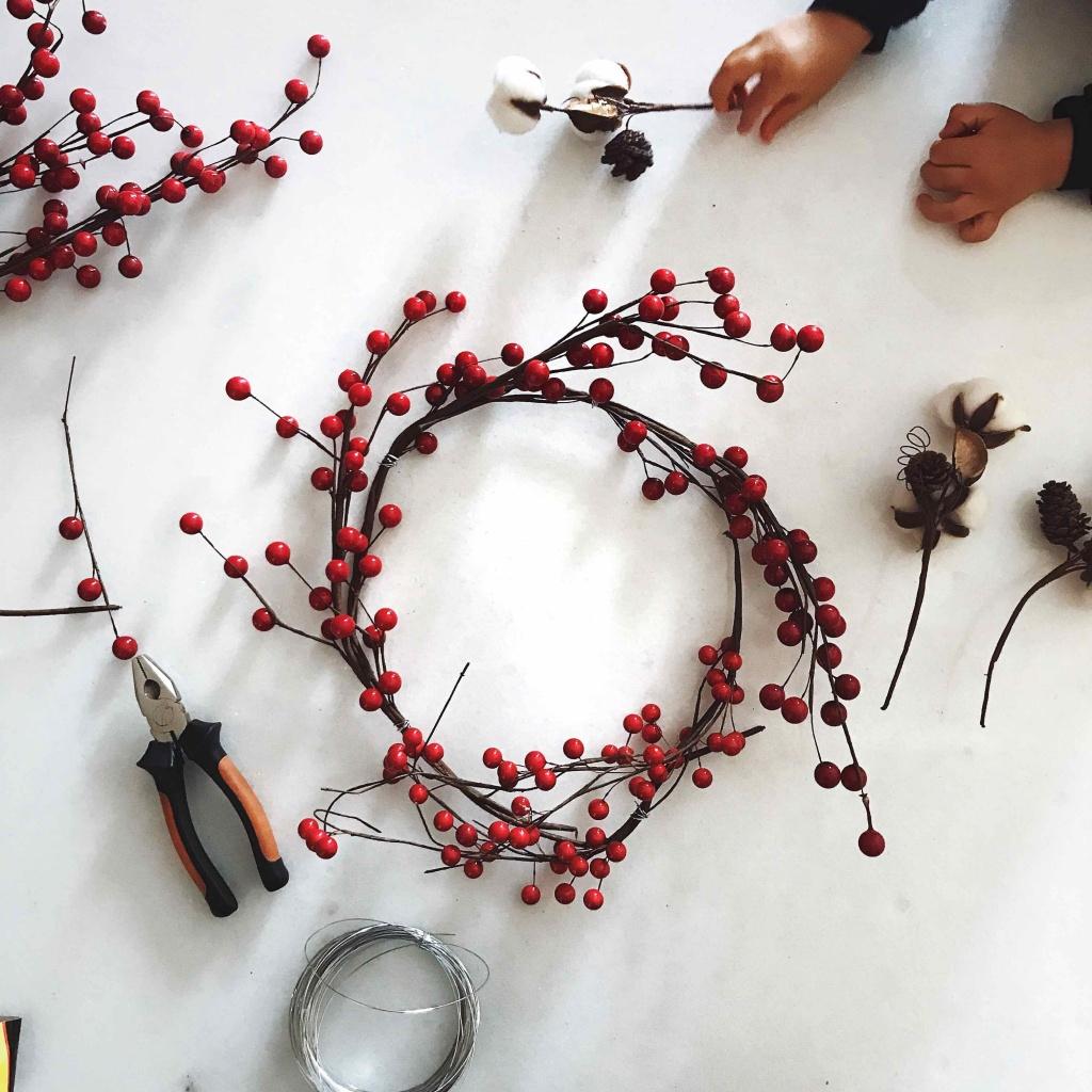 Come fare una ghirlanda natalizia in pochi minuti: lavoretti fai da te di Natale