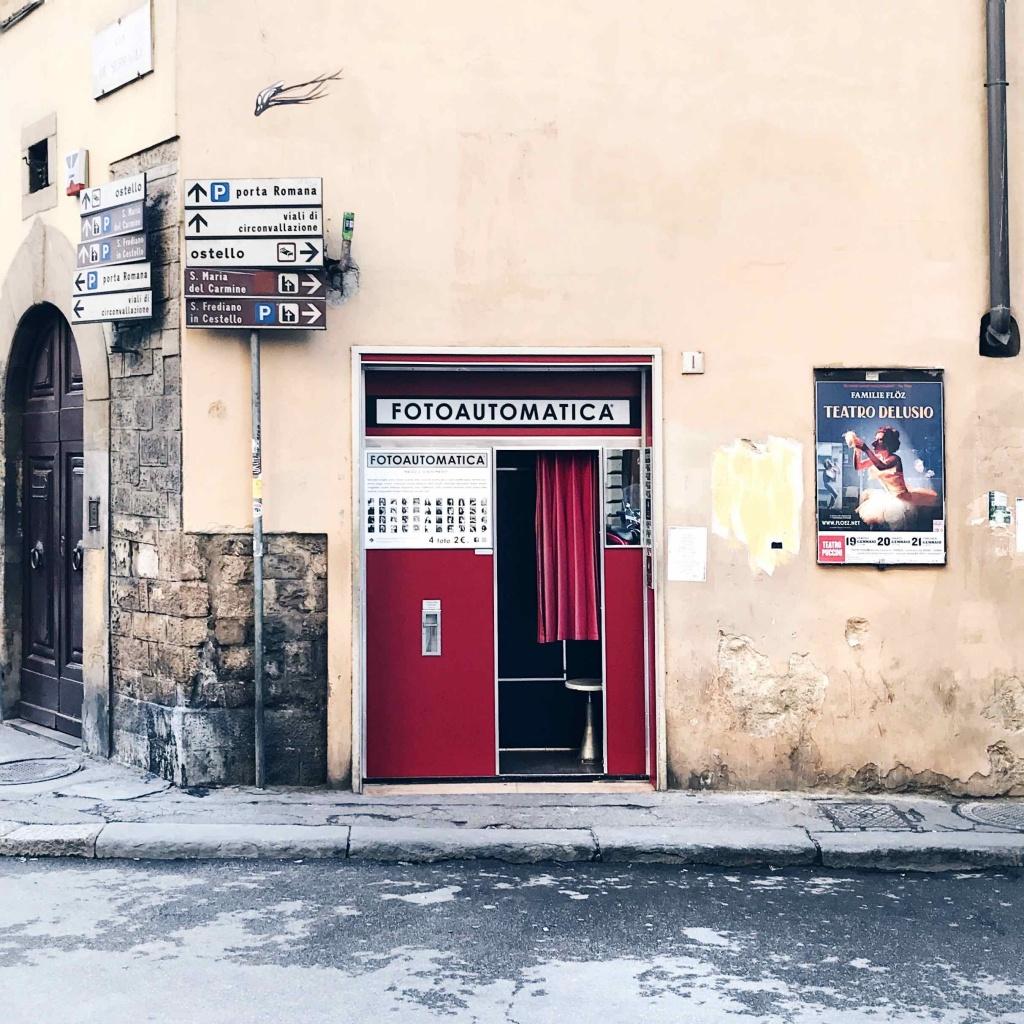 Itinerario alternativo a Firenze: Fotoautomatica cabina per fare foto tessere vintage