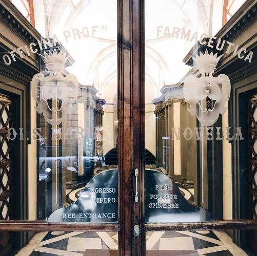 Itinerario alternativo a Firenze: entrata dell'Officina Profumo Farmaceutica