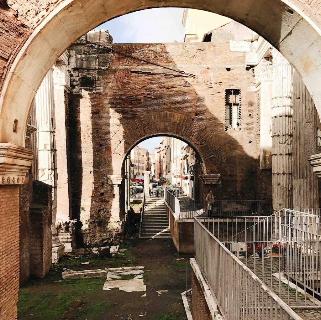 Ghetto ebraico di Roma: il Portico d'Ottavia