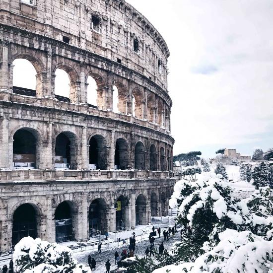 Neve a Roma: il Colosseo