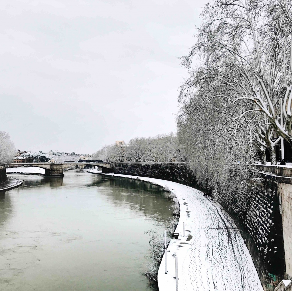 Neve a Roma: lungotevere sotto alla neve