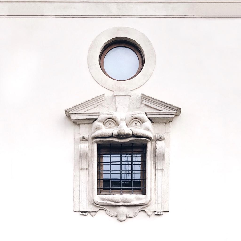 Decorazione delle finestre di Palazzo Zuccari