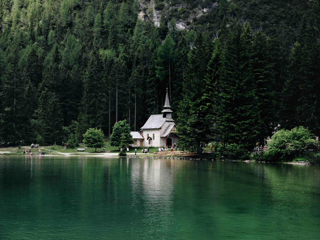 Lake Braies and other must-see places in the Dolomites