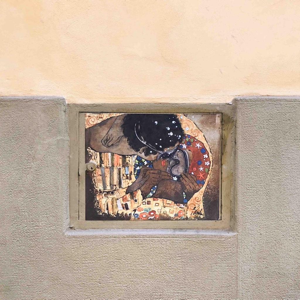 Street Art a Firenze: il Bacio di Blub