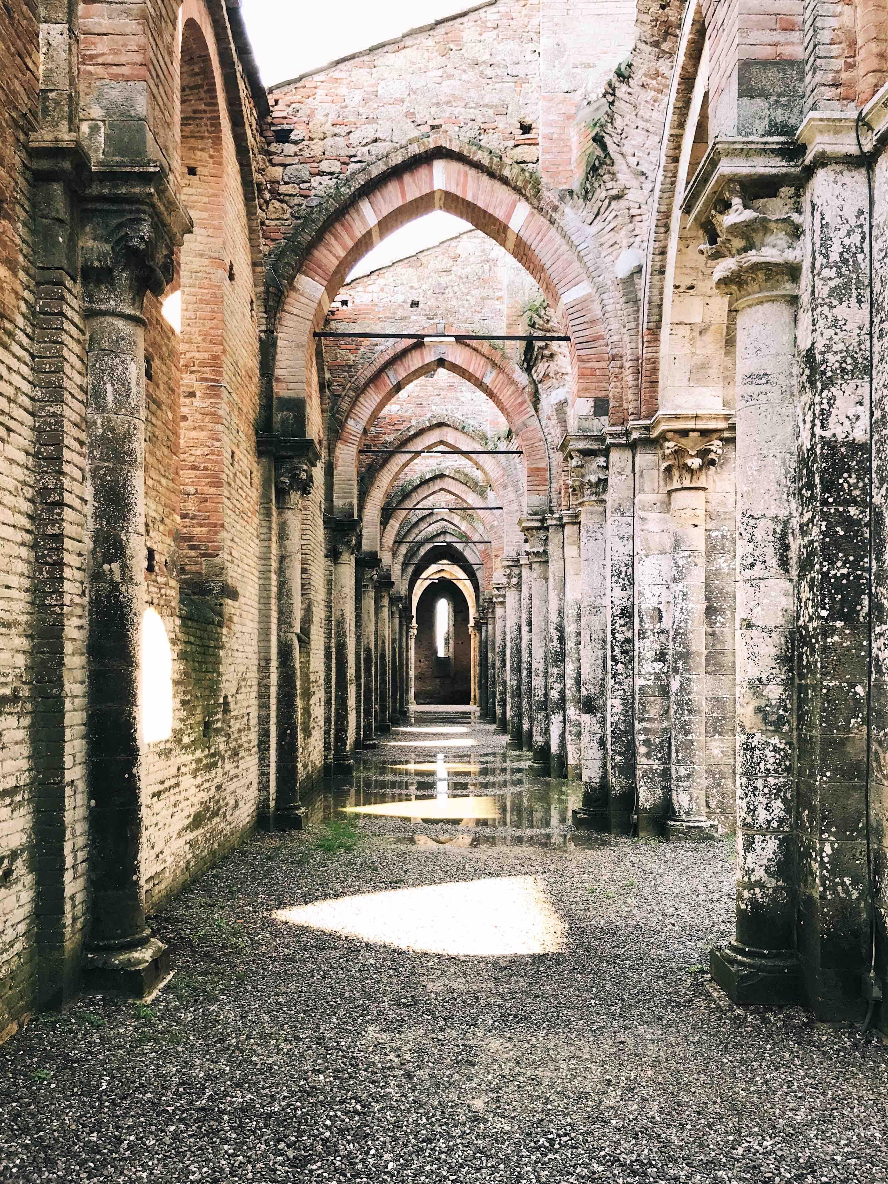 I luoghi più belli della Toscana: navata di San Galgano