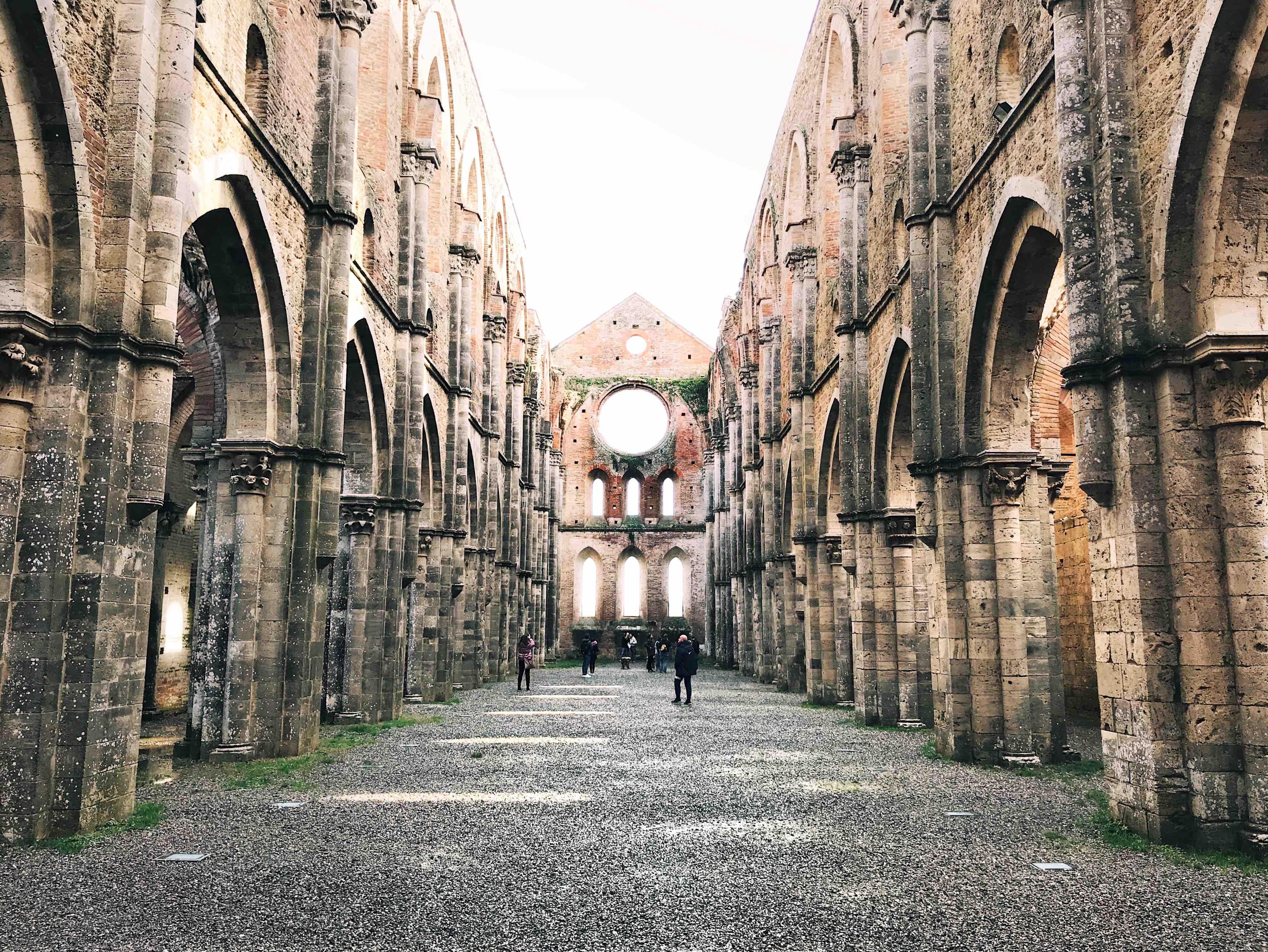 I luoghi più belli della Toscana: interno dell'abbazia di San Galgano