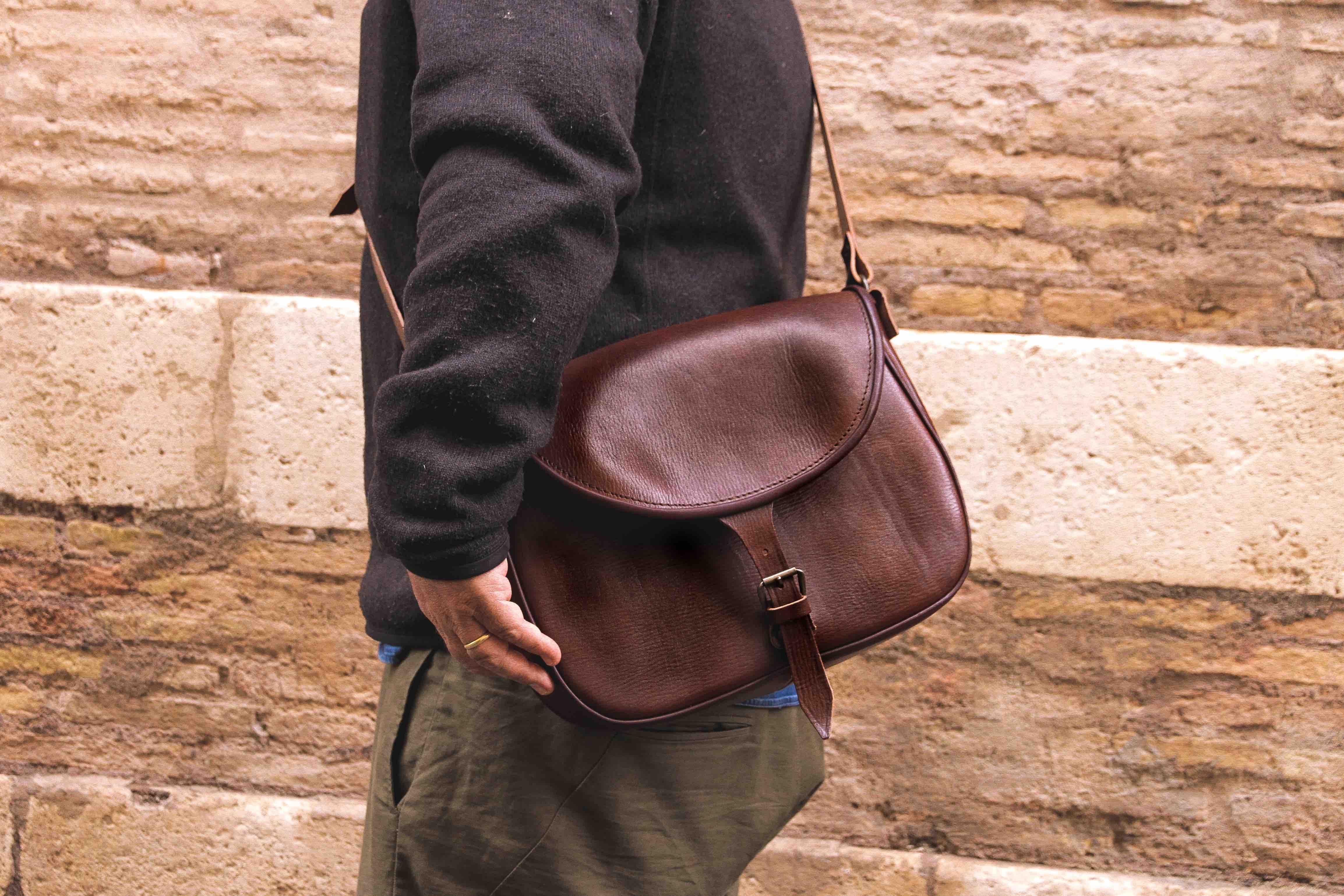 Catana tipica borsa originaria di Tolfa