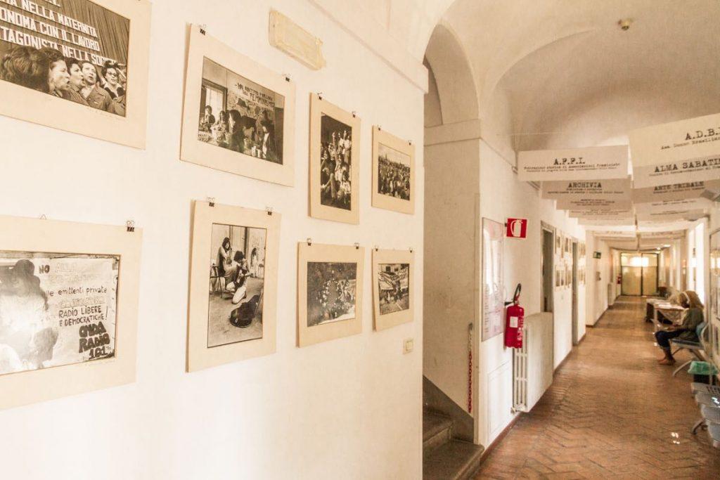 Casa Internazionale delle donne con esposizione di foto su movimento femminista