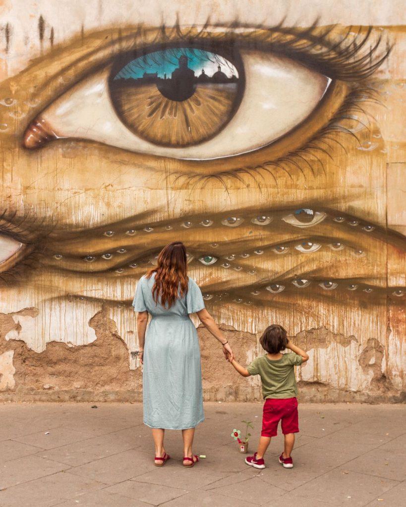 Street art a Trastevere: il murales che raffigura occhi di diverse grandezze di My Dog Sight