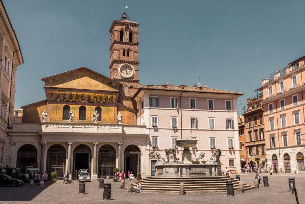 esterno della Basilica di Santa Maria in Trastevere