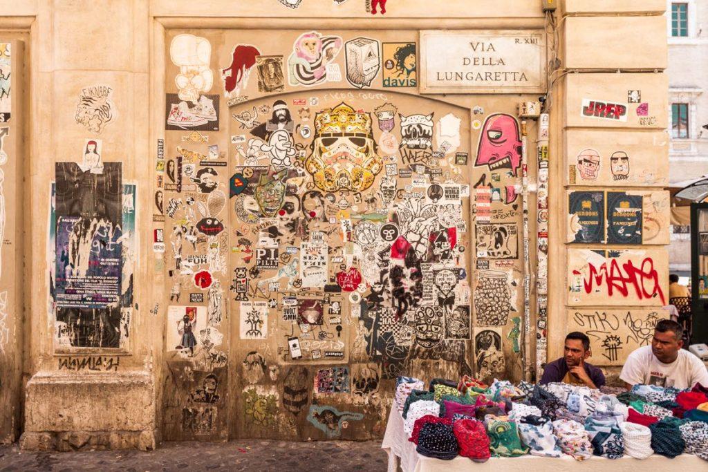 muro di Trastevere con poster art