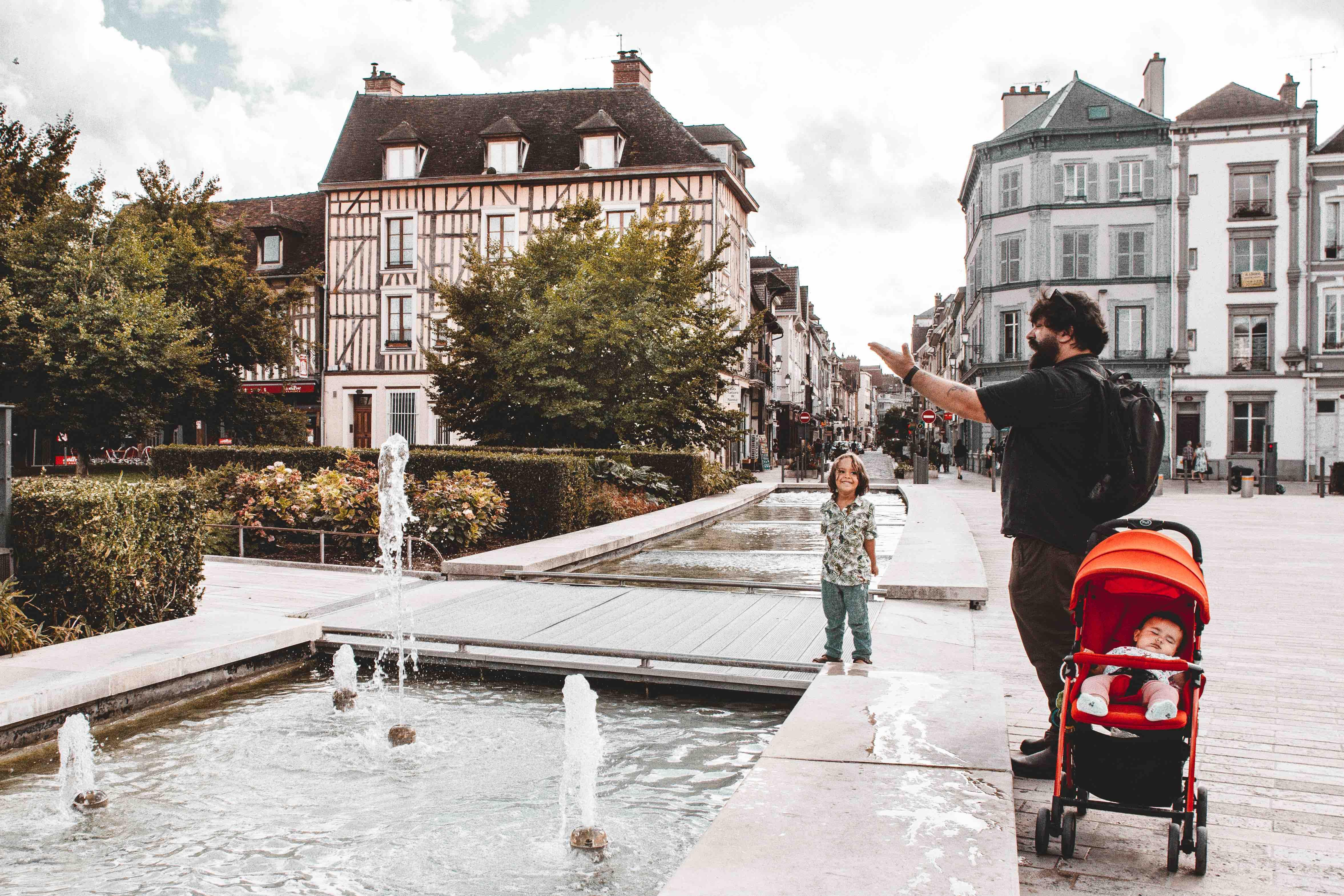 Dall'Italia all'Olanda in macchina: in giro per le strade di Troyes