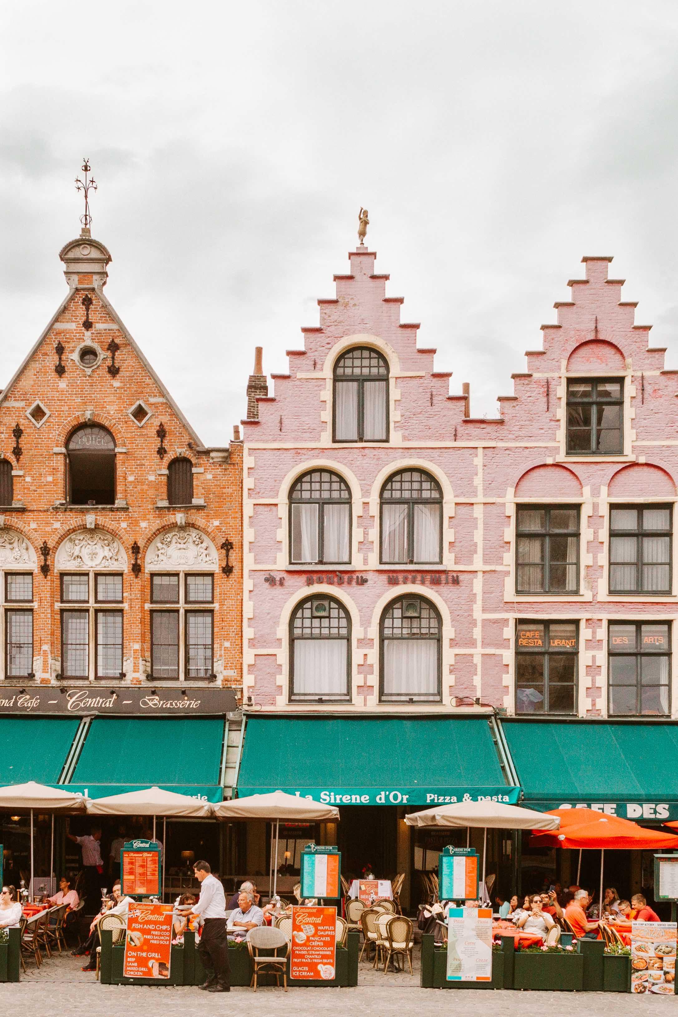 casette colorate con facciata a gradoni