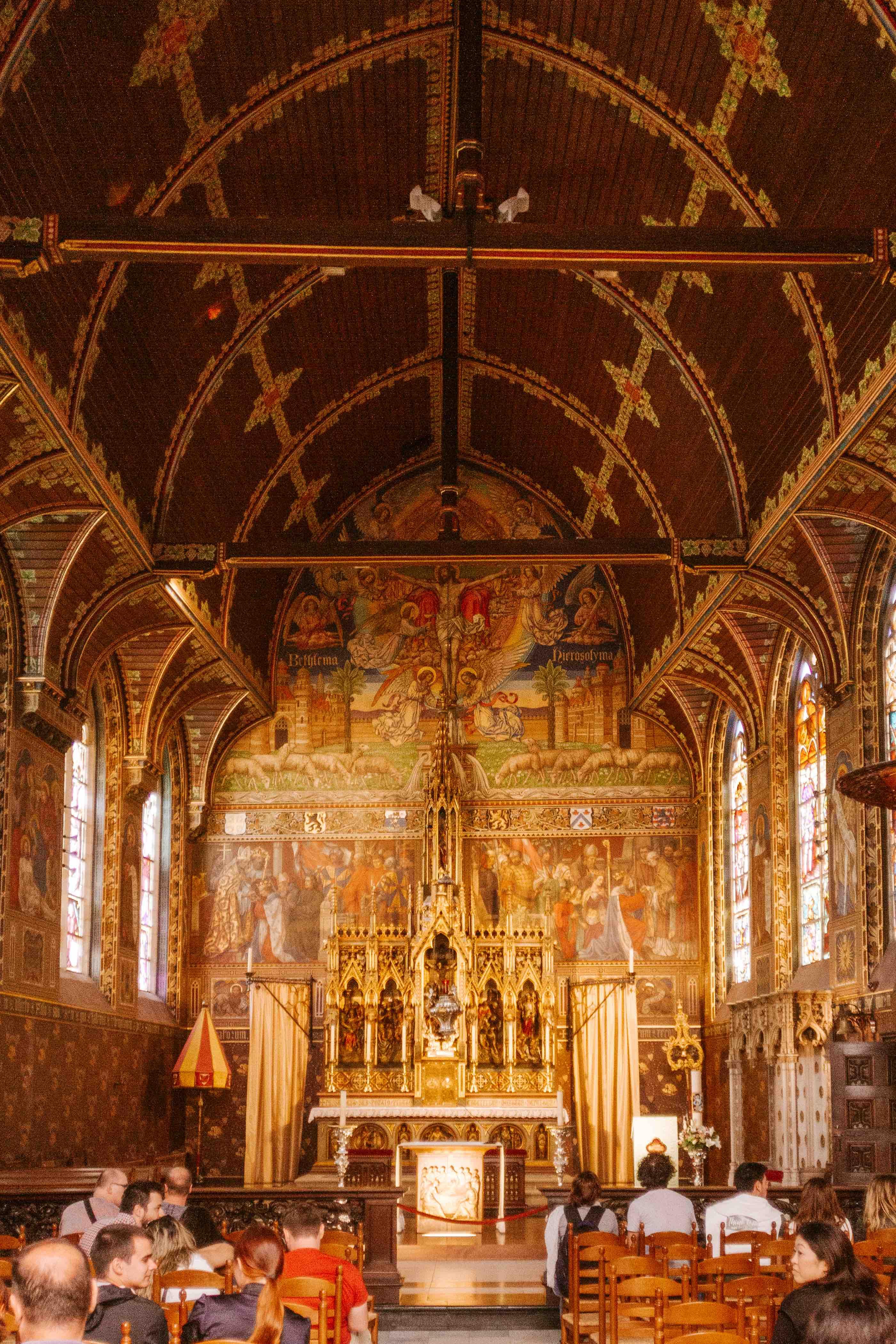 interno Basilica del Sacro Sangue di Bruges