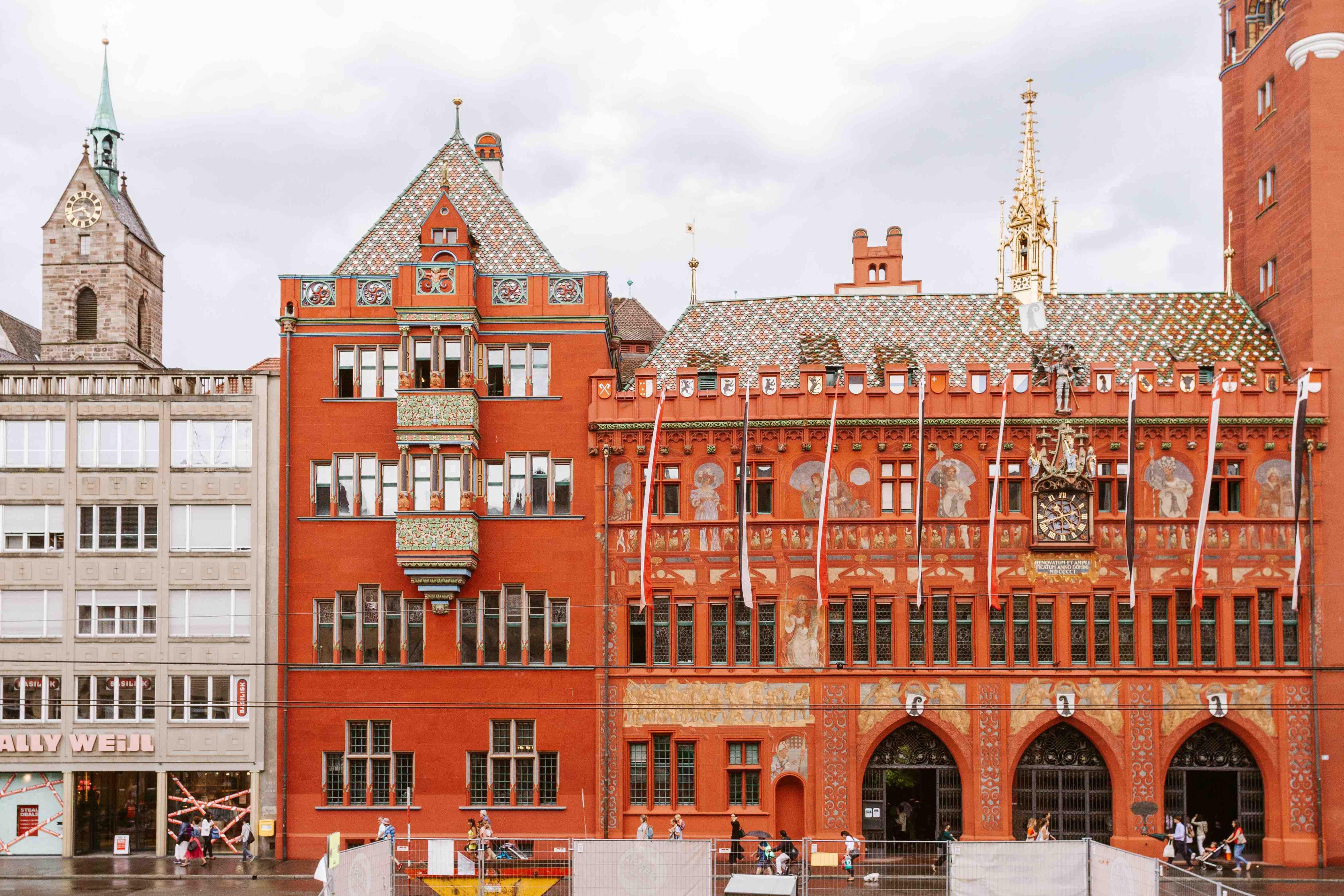 24 ore a Basilea: la facciata del palazzo del Municipio
