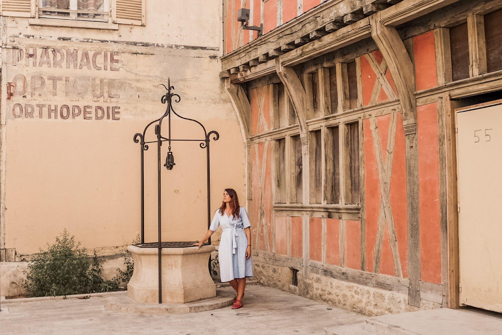 Visita a Troyes: antico pozzo e casa a graticcio