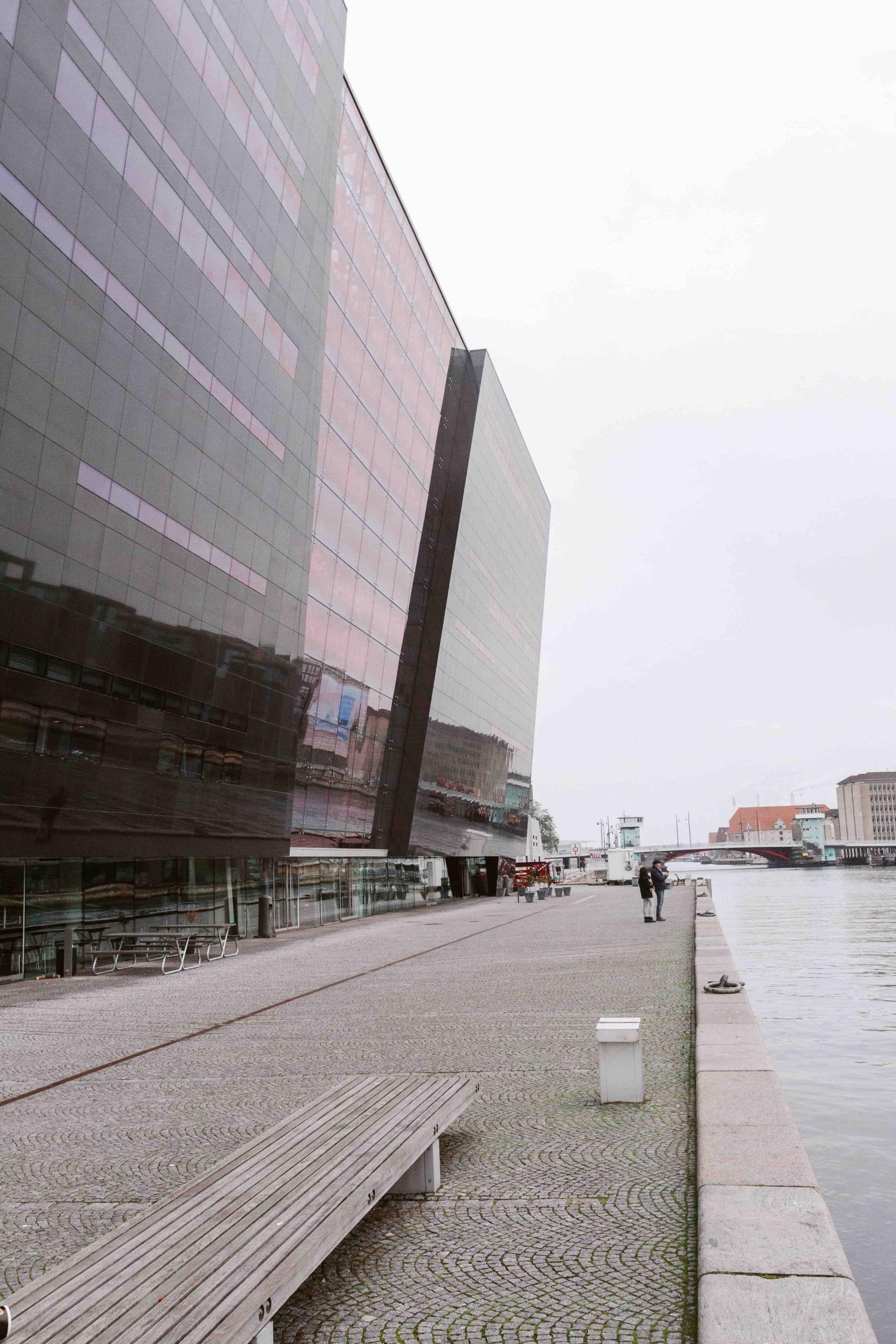 2 giorni a Copenhagen: esterno della biblioteca reale in granito nero