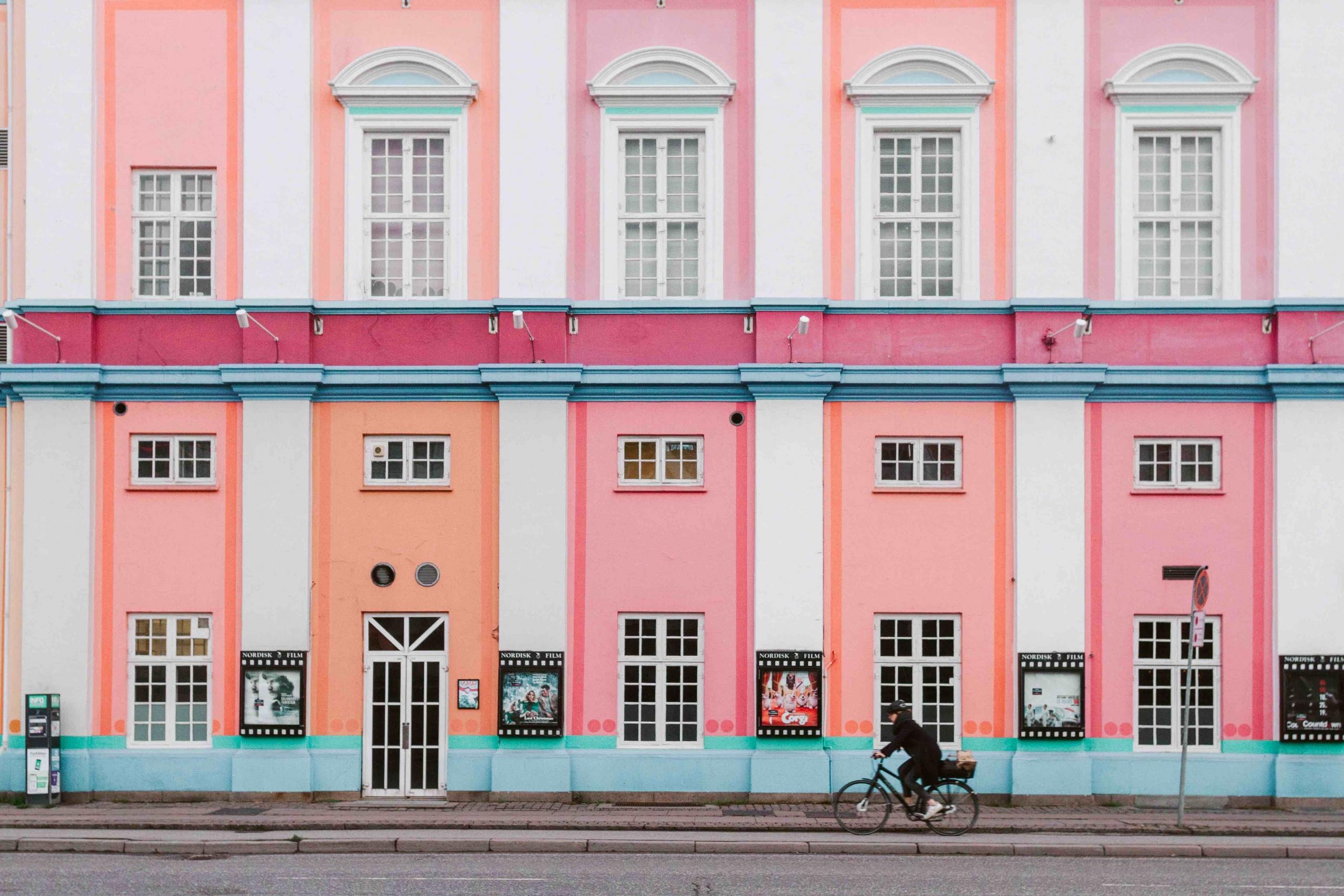 2 giorni a Copenhagen: facciato colorata del cinema Palads