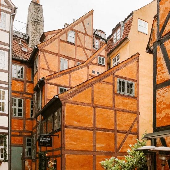 Casette a graticcio color arancione a Copenhagen