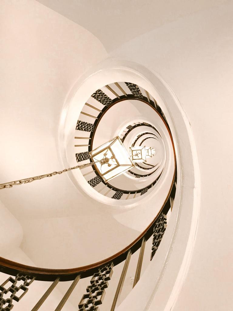 dove dormire a Copenhagen: scala a chiocciola Absalon Hotel