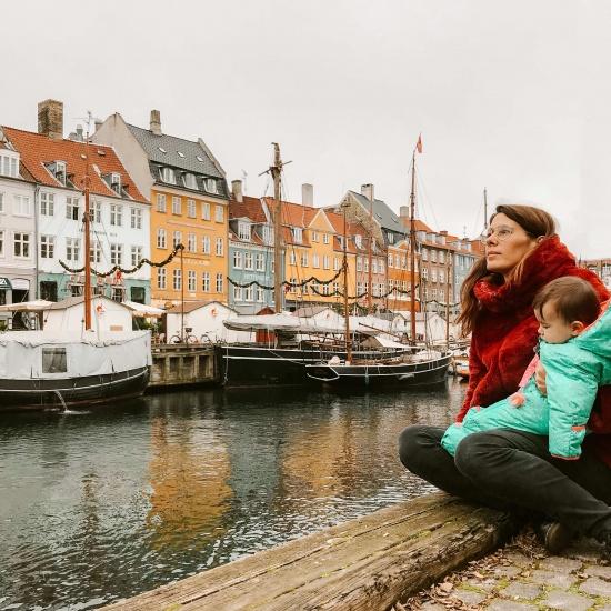 mamma e figlia sul porto di Copenhagen