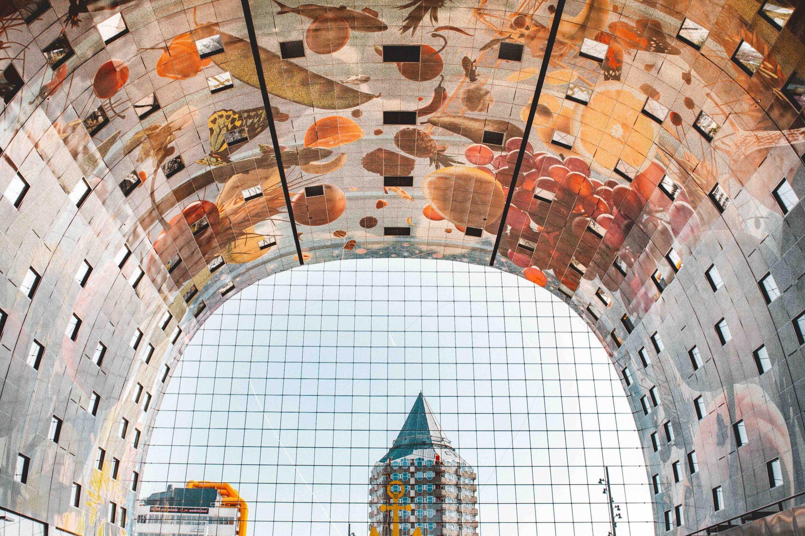 itinerario architettonico di Rotterdam: interno del mercato coperto