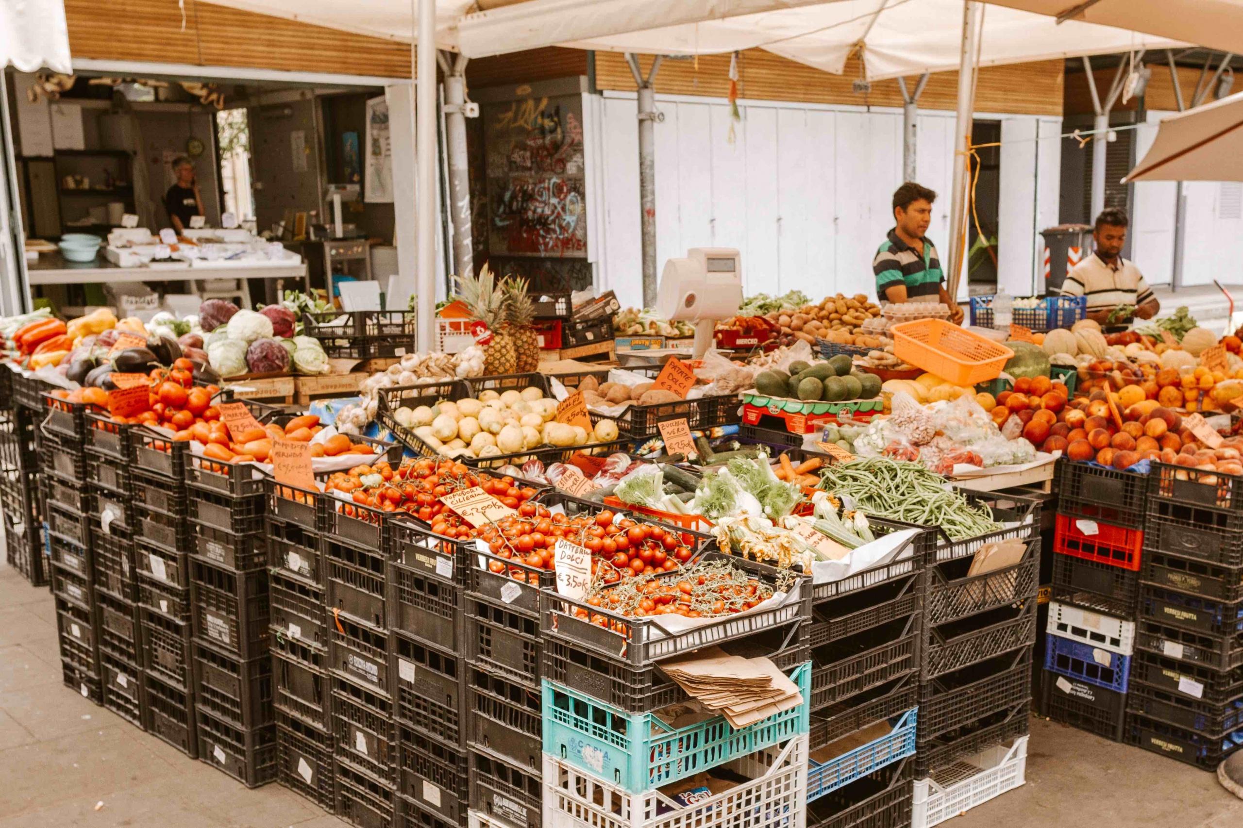 frutta e verdura sfusa al mercato