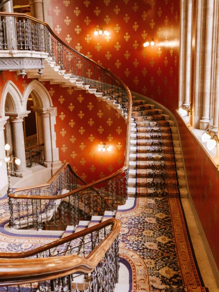 St. Pancras Hotel Londra scalinata a chiocciola
