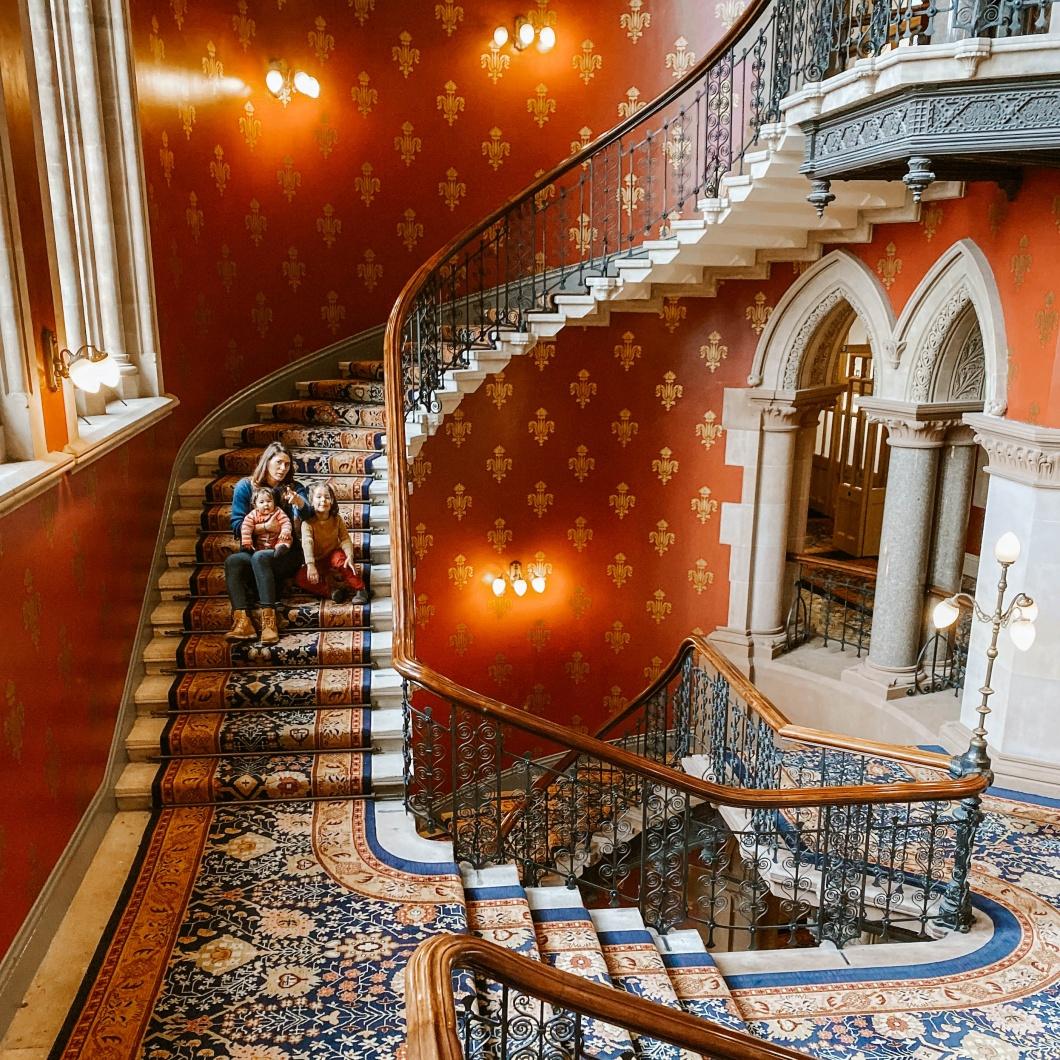 interno dell' Hotel Saint Pancra di Londra, scalinata a chiocciola