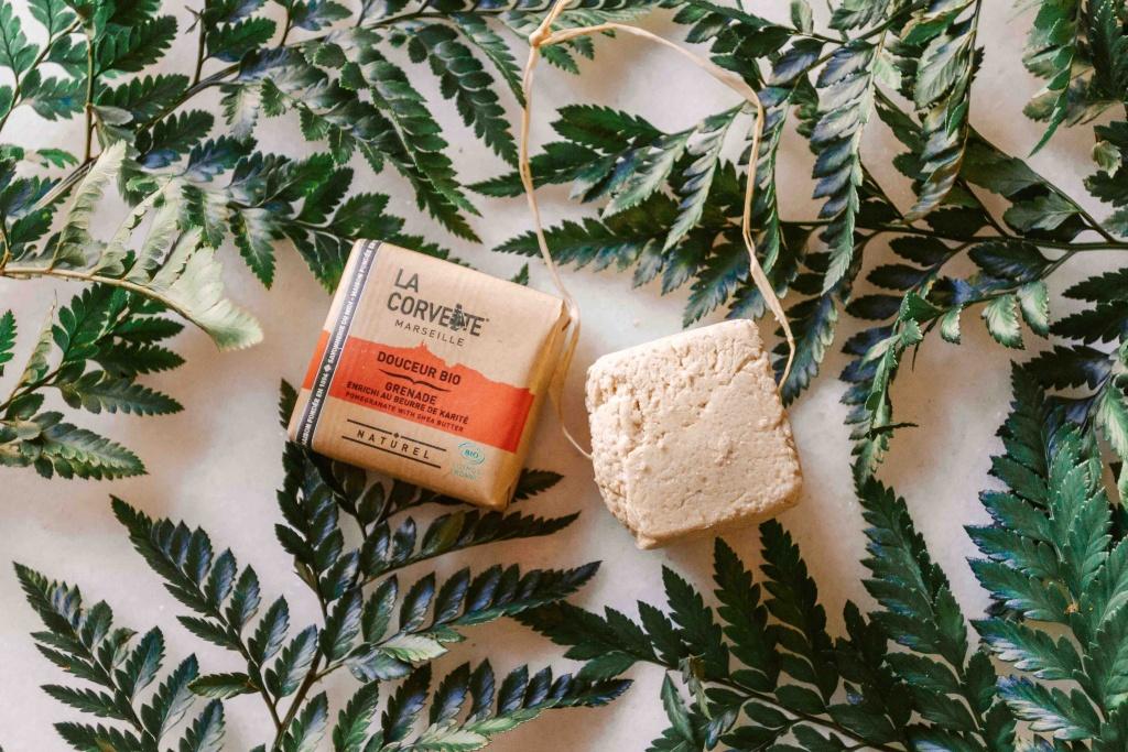Kit da viaggio plastic free: sapone e shampoo solidi