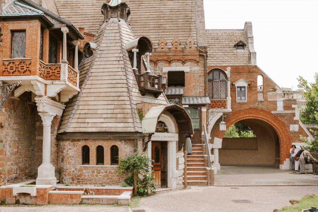 esterno della casina delle civette musei poco conosciuti di roma