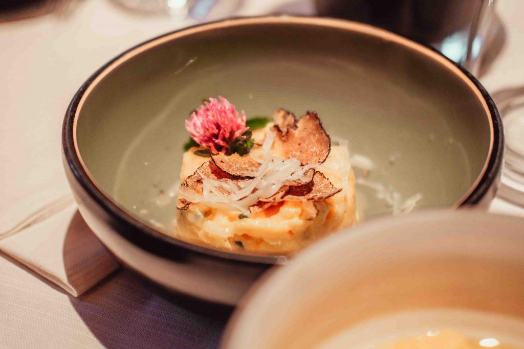 piatto con polenta e tartufo