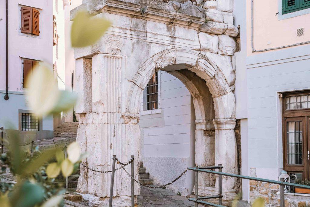 antico arco romano cosa vedere a trieste