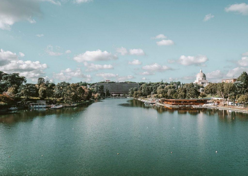 parco quartiere eur con grande lago