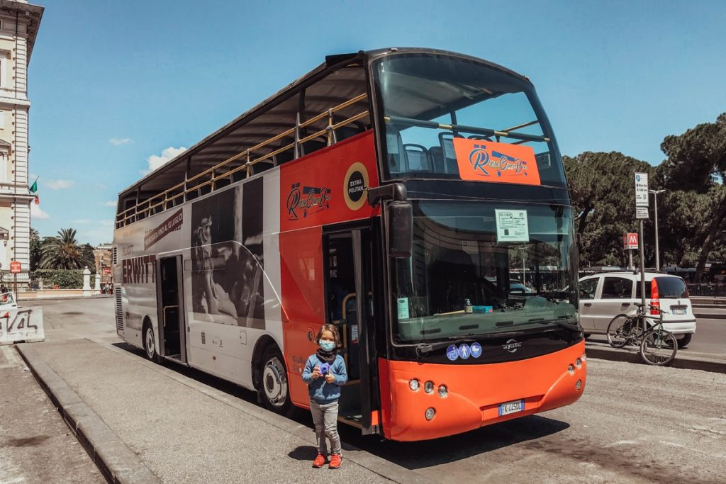 esperienza da fare a roma con bambini giro panoramico su autobus a due piani