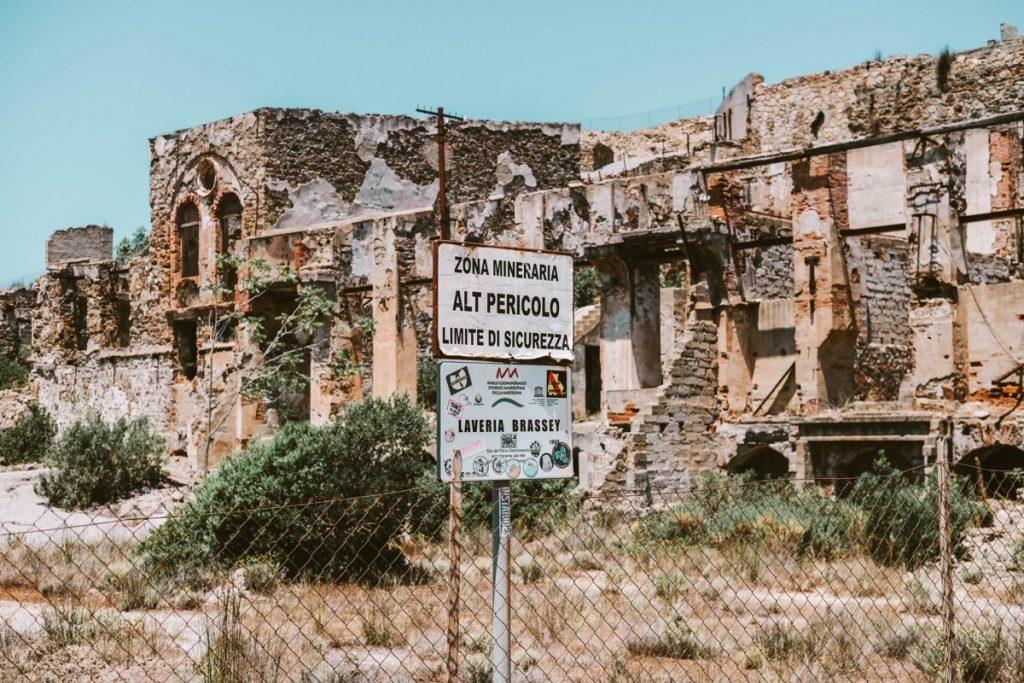 resti di vecchi stabilimenti minerari