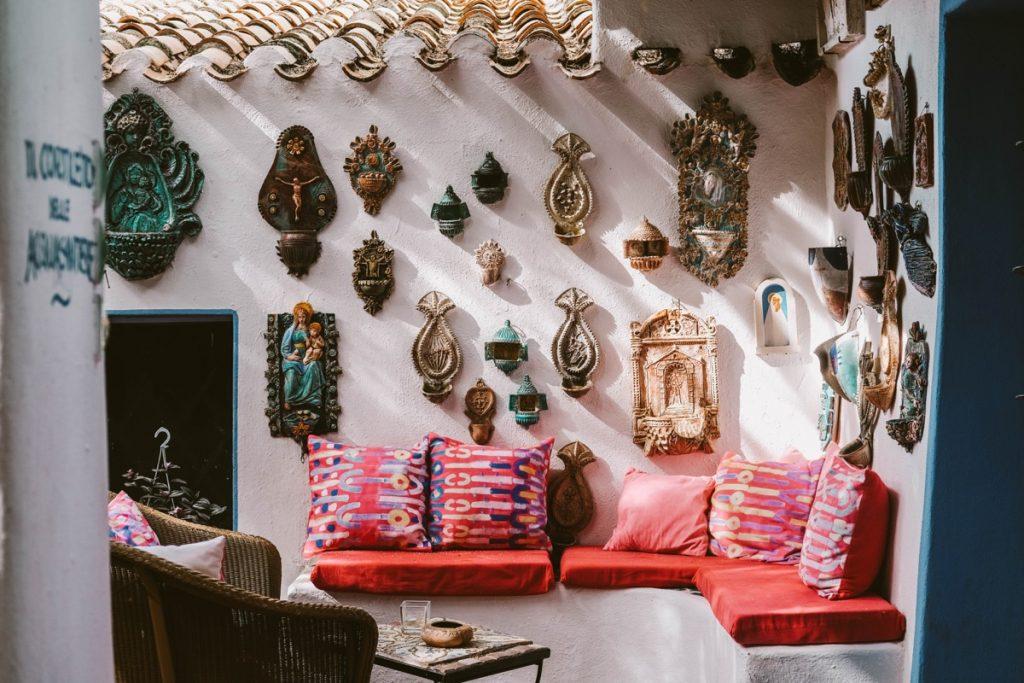 hotel caratteristico in Sardegna con arredamento colorato