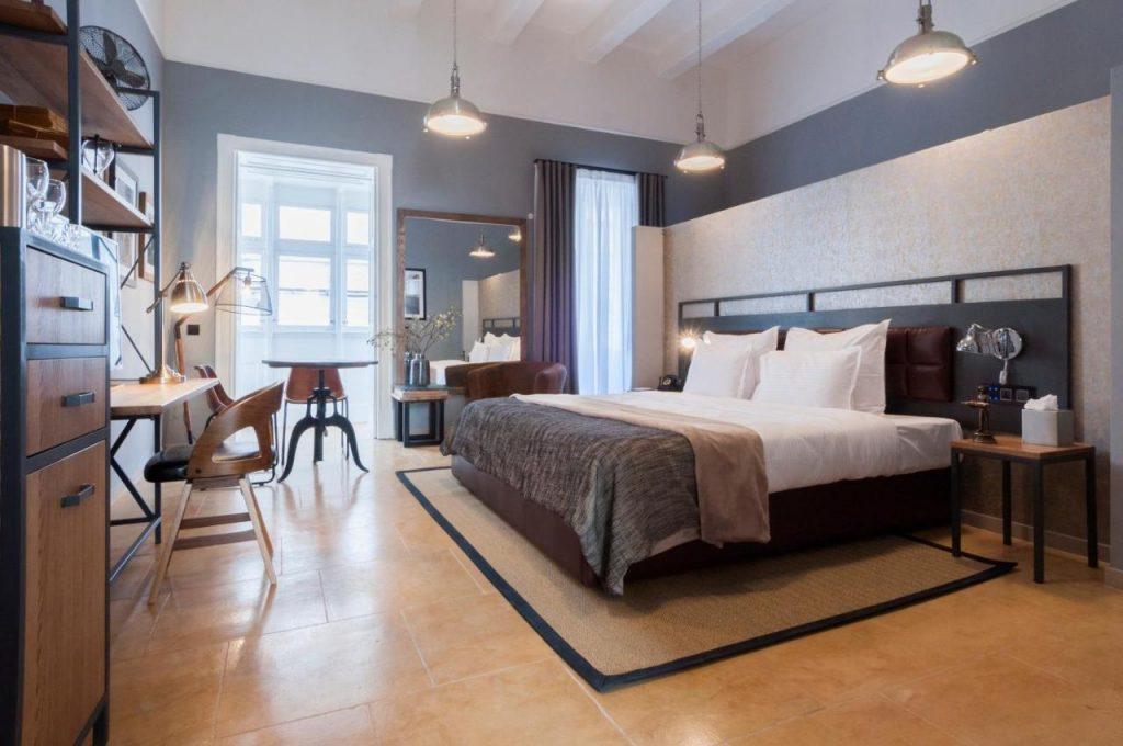 hotel moderno a la valletta
