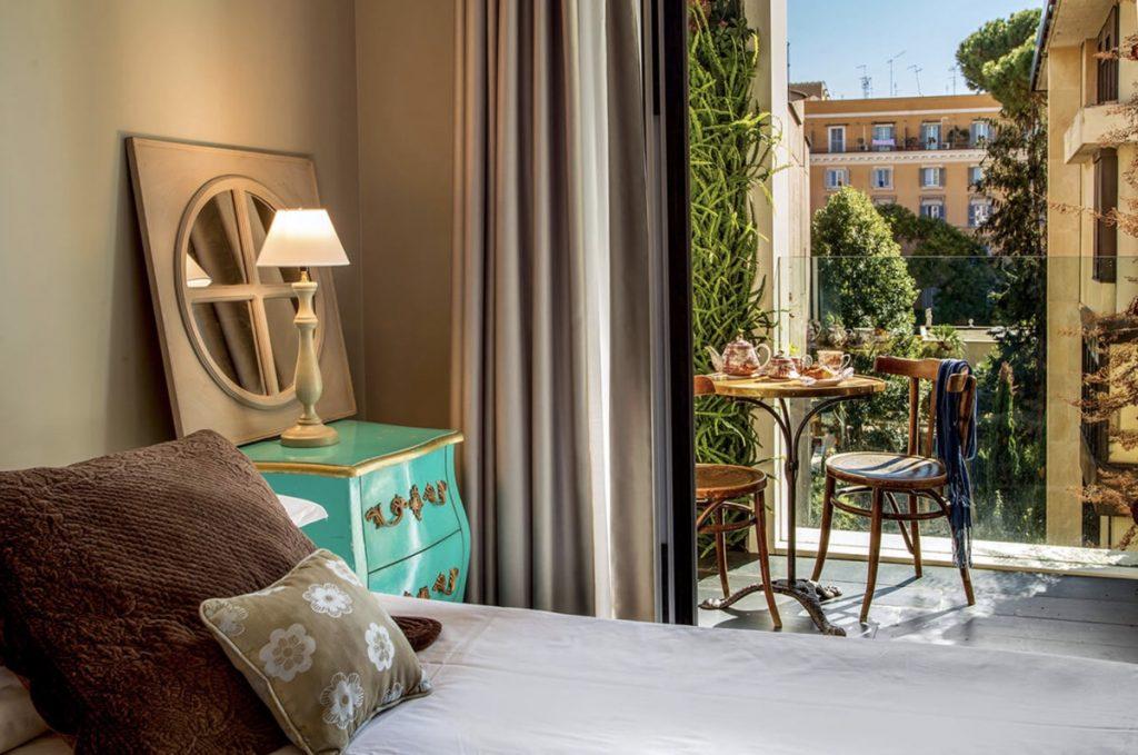 camera d'albergo a roma con terrazza